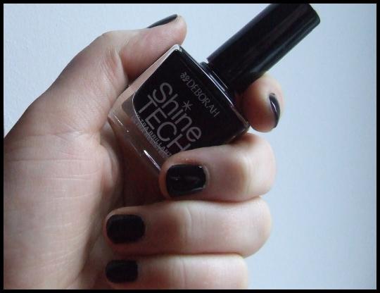 Czarny manicure